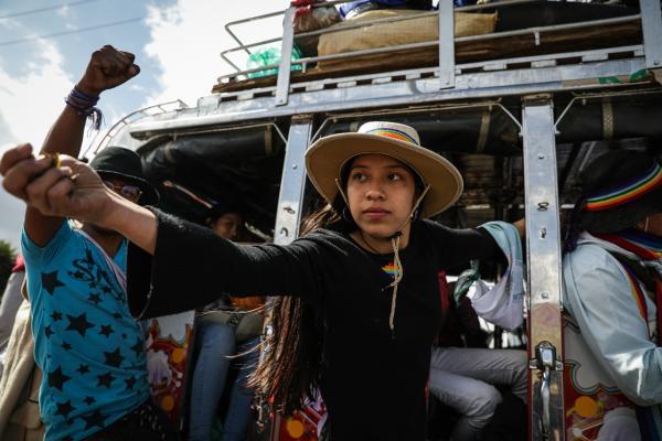Mujer de la Minga saluda a los bogotanos. Foto: Lina Rozo / SDSCJ
